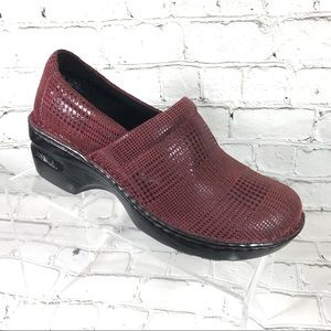 Boc burgundy clogs